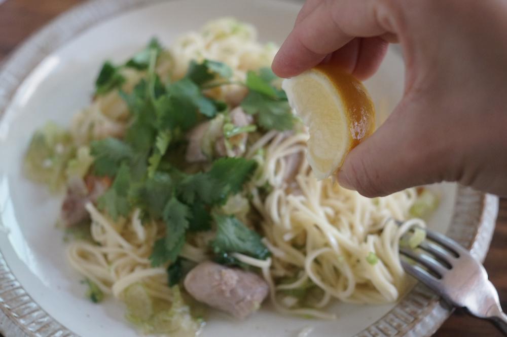 mimi・パクチーと鶏のレモンパスタ